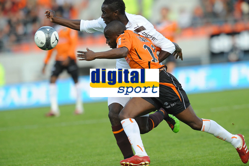 FOOTBALL - FRENCH CHAMPIONSHIP 2009/2010 - L1 - FC LORIENT v GIRONDINS BORDEAUX - 24/04/2010 - PHOTO PASCAL ALLEE / DPPI - SIGAMARY DIARRA (FCL) / LUDOVIC SANE (BOR)