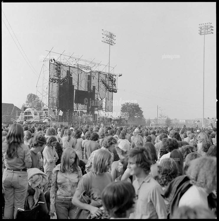 Grateful Dead, Wall of Sound and Audience. Live at Dillon Stadium, Hartford, CT 31 July 1974