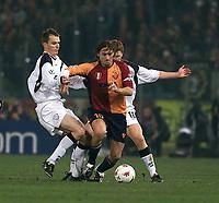 Fotball, Liverpool Dietmar Hamann (left) and John Arne Riise tackle Roma Francesco Totti.