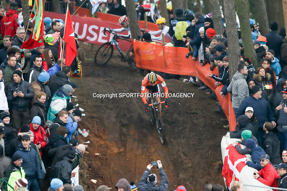 31-01-2016: Wielrennen: WK cyclecross beloften: Heusden Zolder<br />HEUSDEN-ZOLDER (BEL) cyclocross<br />Op het circuit van Terlamen-Zolder streden de veldrijders categorie beloften om de mondiale titels in het veld. Corne van Kessel