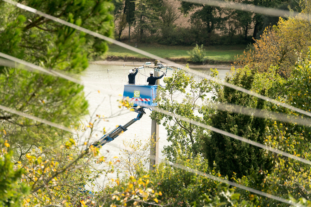 maintenance of above the ground residential electrical wire distribution network France