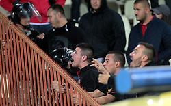 October 19, 2017 - Belgrade, Serbie - 19.10.2017 Belgrade(Serbia).FK Crvena Zvezda(FC Red Star)-Arsenal Europa League men's football Red Star fans in confrontation with Arsenal fans. (Credit Image: © Panoramic via ZUMA Press)