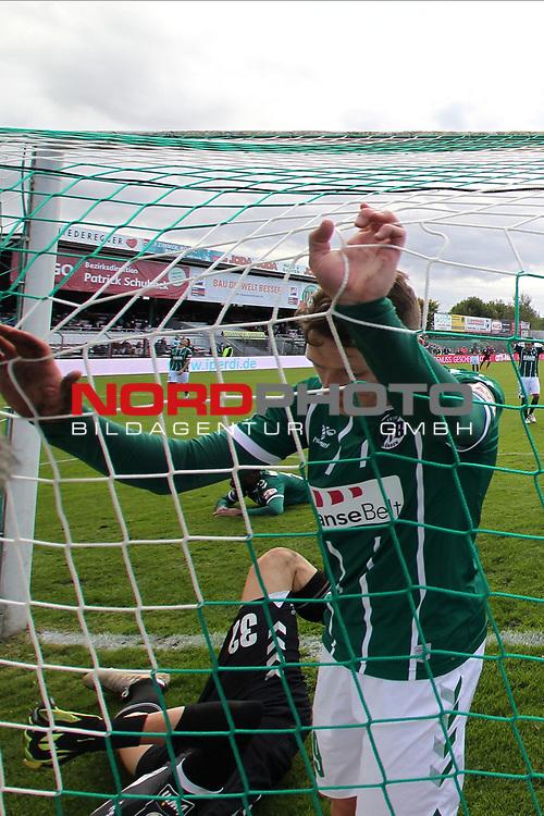 17.10.2020, Dietmar-Scholze-Stadion an der Lohmuehle, Luebeck, GER, 3. Liga, VfB Luebeck vs SG Dynamo Dresden <br /> <br /> im Bild / picture shows <br /> Florian Riedel (VfB Luebeck)  haengt im Netz, Torwart Lukas Raeder (VfB Luebeck) liegt am Boden.<br /> <br /> DFB REGULATIONS PROHIBIT ANY USE OF PHOTOGRAPHS AS IMAGE SEQUENCES AND/OR QUASI-VIDEO.<br /> <br /> Foto © nordphoto / Tauchnitz