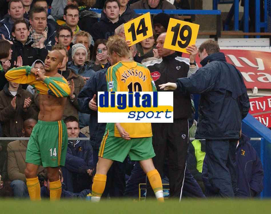 Fotball<br /> England 2004/2005<br /> 18.12.2004<br /> Foto: SBI/Digitalsport<br /> NORWAY ONLY<br /> <br /> Barclays Premiership<br /> Chelsea v Norwich City<br /> 18/12/2004<br /> <br /> Norwich's Mathias Svensson is subed early in the first half after picking up an injury