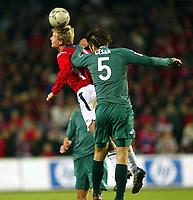 Fotball / Soccer<br /> VM-kvalifisering / World Cup Qualifier<br /> Norge v Slovenia / Norway v Slovenia<br /> Foto: Morten Olsen, Digitalsport<br /> Steffen Iversen, Norge, og Bostjan Cesar, Slovenia/Olimpija