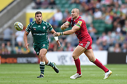 Mike Brown of Harlequins passes the ball - Mandatory byline: Patrick Khachfe/JMP - 07966 386802 - 02/09/2017 - RUGBY UNION - Twickenham Stadium - London, England - London Irish v Harlequins - Aviva Premiership