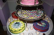Be a Bag, Irish Club, London. In aid of the Lavender Trust. 17 September 2001. © Copyright Photograph by Dafydd Jones 66 Stockwell Park Rd. London SW9 0DA Tel 020 7733 0108 www.dafjones.com