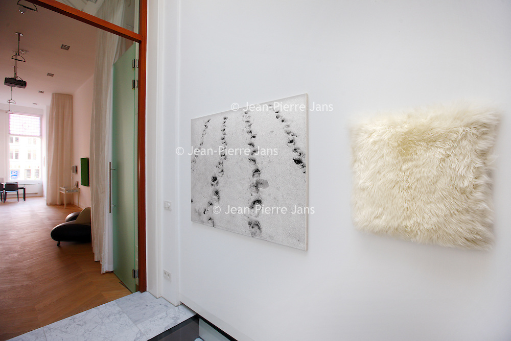 Nederland, Amsterdam , 21 maart 2014.<br /> The Merchant house heeft een bijzondere tentoonstelling met werk van Jan Schoonhoven en Henk Peeters<br /> The Merchant House—a contemporary art space (Art &) and a cultural think tank (& Concept, at Herengracht 254, a modern version of a traditional canal house shows an exhibition of modern visual arts.