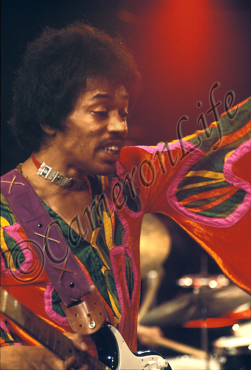 Jimi Hendrix - .Turning on the Style.- Hendrix and his Band appeared on stage after a 90 minute delay, to the cheers of the patient crowd. Part of this delay was apparently due to repairs on his costume. After an undistinguished start to the set (a distorted version of 'God Save the Queen'), and not helped by the chill night air, Hendrix began to put on the style to turn the crowd around. Interestingly, Dave Gilmour from Pink Floyd was pulled up on stage at the last minute to help with the sound, due to the disappearance of the appointed technician.