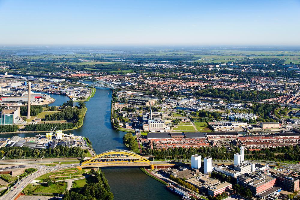 Nederland, Utrecht, Utrecht, 30-09-2015; Amsterdam-Rijnkanaal met Vleutense brug, bedrijvencomplex van Douwe Egberts Nederland B.V. aan de Vleutenseweg.<br /> Amsterdam-Rhine canal, Douwe Egberts, manufacturer of coffe and tea.<br /> <br /> luchtfoto (toeslag op standard tarieven);<br /> aerial photo (additional fee required);<br /> copyright foto/photo Siebe Swart