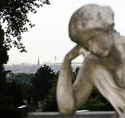 16.05.2011, Friedhof Grinzing, Wien, AUT, Friedhof Features, im Bild Grabstein Feature und im Hintergrund Wien, EXPA Pictures © 2011, PhotoCredit: EXPA/ M. Gruber