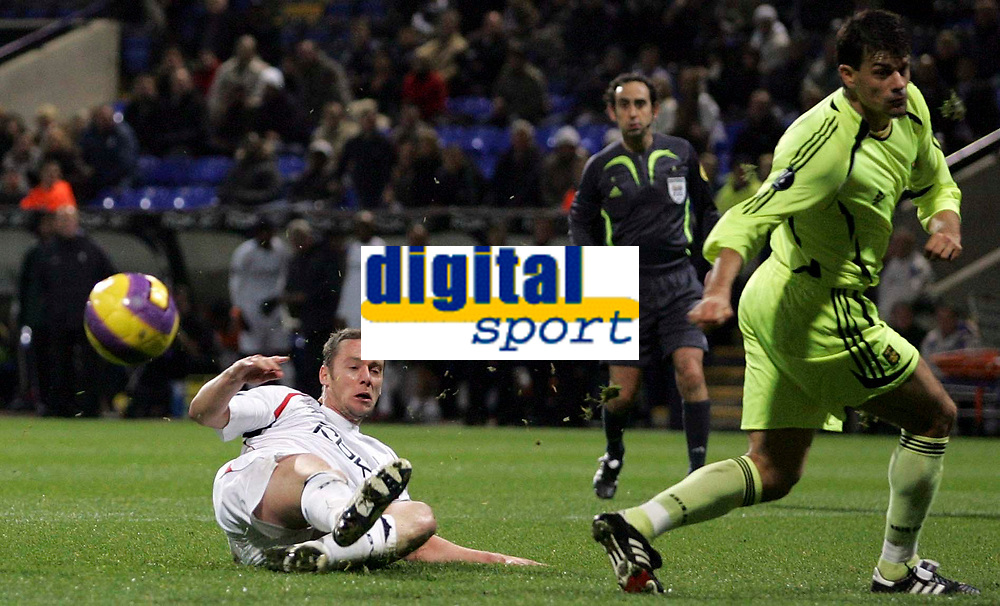 Photo: Paul Thomas/Sportsbeat Images.<br /> Bolton Wanderers v Aris Salonica. UEFA Cup. 29/11/2007.<br /> <br /> Kevin Nolan (White) of Bolton misses a good chance at goal wide.