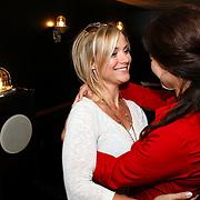 NLD/Amsterdam/20080819 - Kick-off party nieuwe seizoen 'Goede Tijden, Slechte Tijden', Gigi Ravelli in gesprek met Caroline de Bruijn