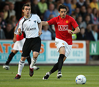 Photo: Paul Thomas. <br /> Dunfermline v Manchester United. Pre season Friendly.<br /> 08/08/2007. <br /> <br /> NIcky Phinn (L) passes away from Owen Hargreaves of `utd.
