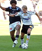 Fotball Tippeligaen 16.05.06, Rosenborg - Odd Grenland 1-1<br /> Olof Hvidén-Watson, Odd og Per Ciljan Skjelbred, RBK<br /> Foto: Carl-Erik Eriksson, Digitalsport