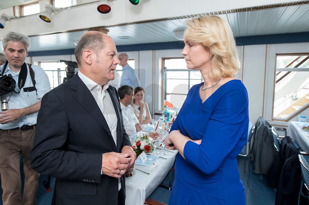 04 JUN 2019, BERLIN/GERMANY:<br /> Olaf Scholz (L), SPD, Bundesfinanzminister, und Manuela Schwesig (R), SPD, Ministerpraesidentin Mecklenburg-Vorpommern, im Gespraech, Spargelfahrt des Seeheimer Kreises der SPD, Anleger Wannsee<br /> IMAGE: 20190604-01-092<br /> KEYWORDS: Gespräch