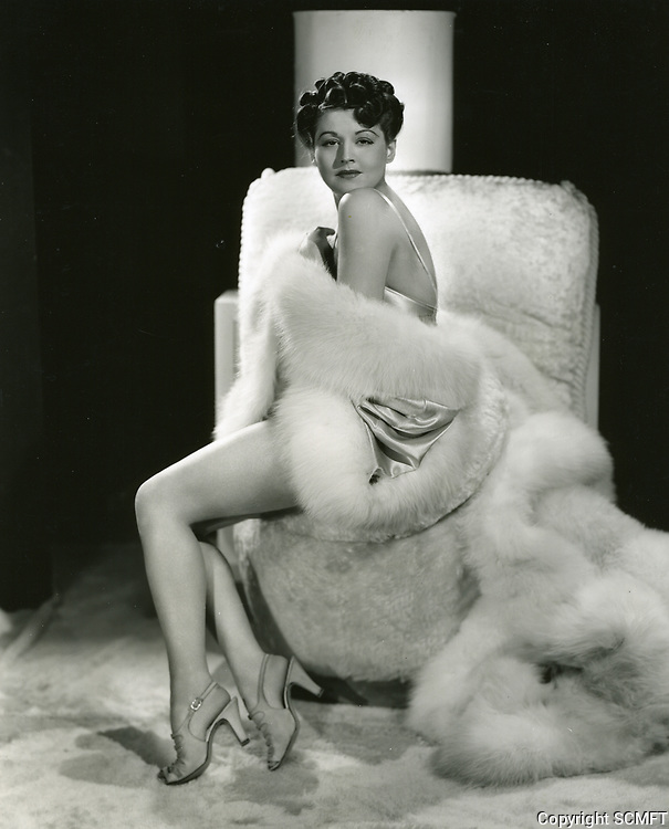 1940 Popular showgirl, Edna Waldron, at Earl Carroll Theater