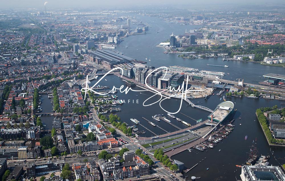 AMSTERDAM - luchtfoto  van de Amstel , centrum Amsterdam. met Centraal Station, Nemo, IJtunnel,  IJ, Stopera,  COPYRIGHT  KOEN SUYK