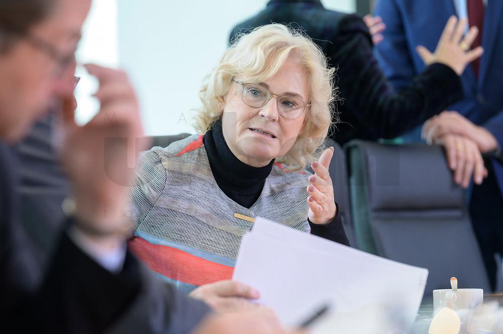 09 OCT 2019, BERLIN/GERMANY:<br /> Christine Lambrecht, SPD, Bundesjustizministerin, vor Beginn der Kabinettsitzung, Bundeskanzöeramt<br /> IMAGE: 20191009-01-018<br /> KEYWORDS: Sitzung, Kabinett