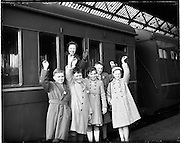 08/04/1959<br /> 04/08/1959<br /> 08 April 1959<br /> Scholarship winners leave for the Gaeltacht from Westland Row Station, (Pearse Station) Dublin. Special for Gael Linn.