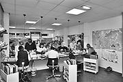 Nijmegen, 15-6-1983 Drukte bij reisbureau NBBS, een reisorganisatie gericht op goedkope reizen en vakanties voor studenten en jongeren met een smalle beurs . Nederlands Bureau Buitenlandse Studentenbelangen .Foto: ANP/ Hollandse Hoogte/ Flip Franssen