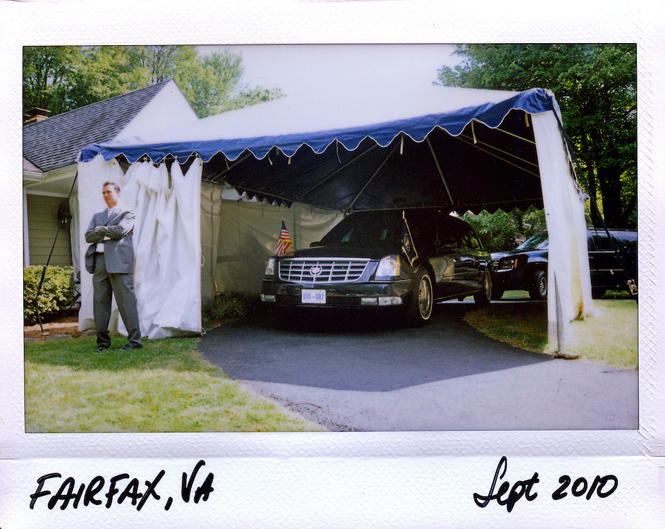 U.S. Secret Service agent provides security for President Barack Obama's  limousine at a residential house in Fairfax, Virginia, September 13, 2010.
