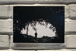 Exposição do projeto Photo-Graphia - que mistura moda, design e fotografia - da fotojornalista Andréa Graiz, que reúne criações exclusivas de doze renomados joalheiros do cenário gaúcho e paulista, com base em estampas feitas a partir de suas fotografias, no Espaço Criativitá - Escola de Joalheria, de Lisia Barbieri, artista referência em criação autoral. Alice Floriano, Carlos Herrera, Cesar Cony, Cristina Espinosa, Glória Corbetta, Lisia Barbieri, Manoel Diógenes, Nadia da Cunha, Thiago Mateus, Valéria Sá, Viviê Studio e Weiss são os nomes por trás das peças exclusivas e autorais que compõe a exposição. Cada artista buscou na sua essência a inspiração e imprimiu em cada peça uma joalheria autoral - cada joia é o resultado de uma ideia concebida por meio de diferentes caminhos, isto torna cada peça uma verdadeira joia. O objetivo da mostra é criar uma arte única, contemporânea e moderna. O coquetel tem assinatura de Diego Andino Patisserie e Maison Forestier espumantes, com assessoria de comunicação da Re-paginada. (Foto: Agência Preview) © 08NOV17 Agência Preview - Banco de Imagens