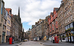 Edinburgh, Scotland, UK. 29 March, 2020. Life in Edinburgh on the first Sunday of the Coronavirus lockdown. Streets deserted, shops and restaurants closed, very little traffic on streets and reduced public transport. Pictured; The Royal Mile at Lawnmarket. Iain Masterton/Alamy Live News