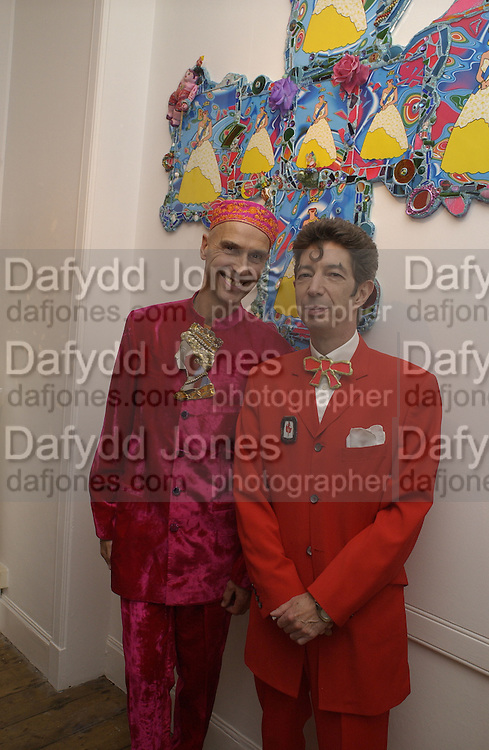 Andrew Logan and Duggie Fields. Immaculate Conceptions. Duggie Fields and Andrew Logan. A. & D. Gallery. 17 September 2002. © Copyright Photograph by Dafydd Jones 66 Stockwell Park Rd. London SW9 0DA Tel 020 7733 0108 www.dafjones.com