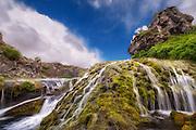 Long exposure picture of trickling water and waterfall at Iceland | Bilde med lang eksponering av sildrende vann og foss på Island