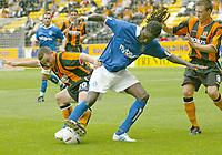 Fotball<br /> Treningskamper England<br /> 31.07.2004<br /> Foto: SBI/Digitalsport<br /> NORWAY ONLY<br /> <br /> Hull City v Birmingham City<br /> <br /> Hull's Michael Keane (l) successfully tackles Birmingham's Mario Melchiot (c).