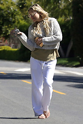 EXCLUSIVE: Kate Hudson braves the Corona virus does some selfies,jogs and walks. 27 Mar 2020 Pictured: Kate Hudson. Photo credit: P&P / MEGA TheMegaAgency.com +1 888 505 6342
