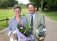 ARNHEM - Op de golfbaan de Rosendaelsche in Arnhem hebben Bart Nolte en Tita McCart   het Internationaal Senioren Strokeplay Kampioenschap gewonnen. FOTO KOEN SUYK