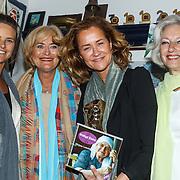 Uitreiking CosmoQueen Award 2015 aan Paulien Huizinga, Judith Wiersma, Vivian Boelen, Paulien Huizinga en Astrid Ras