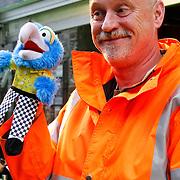 NLD/Amsterdam/20120121 - Filmpremiere The Muppets, Arjan Ederveen met Muppet