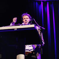 Nederland, Amsterdam , 15 april 2014.<br /> De Martin Bril Avond, georganiseerd door VARAgids en Het Parool, op dinsdag 15 april in Paradiso, Amsterdam.<br /> In april 2014 is het vijf jaar geleden dat de Nederlandse columnist, schrijver en dichter Martin Bril op 49-jarige leeftijd overleed.<br /> <br /> Op de foto: vriend en schrijver Dirk van Weelden.<br /> Foto:Jean-Pierre Jans