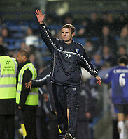 Photo: Lee Earle.<br /> Chelsea v Colchester United. The FA Cup. 19/02/2006. Colchester manager Phil Parkinson waves to the fans after the game.