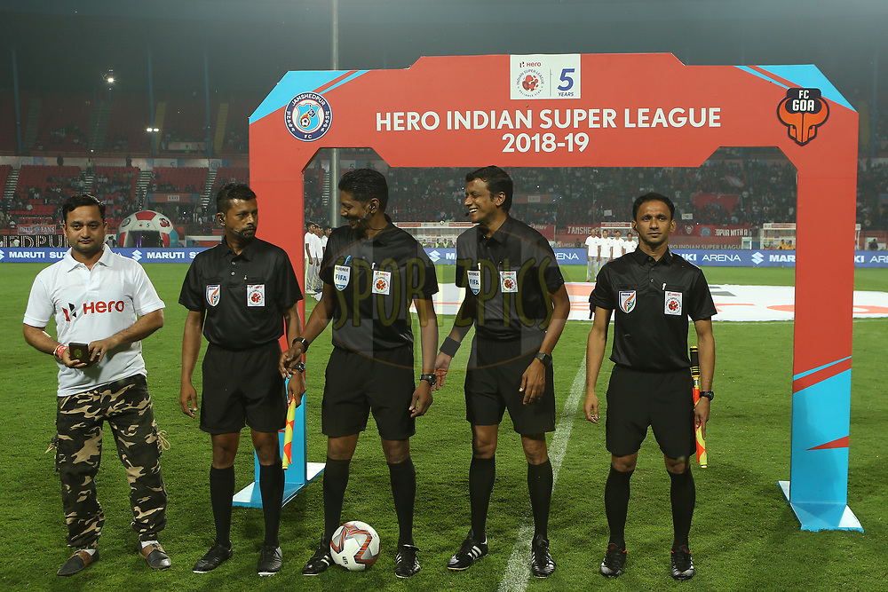 Hero fan delivers the match coin during match 25 of the Hero Indian Super League 2018 ( ISL ) between Jamshedpur FC and FC Goa held at JRD Tata Sports Complex, Jamshedpur, India on the 1st November  2018<br /> <br /> Photo by: Ron Gaunt /SPORTZPICS for ISL