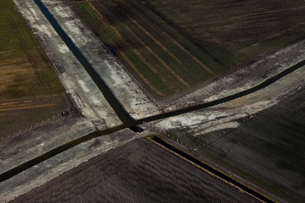 Nederland, Limburg, Gemeente Roerdalen, 07-03-2010; nieuw gegraven afwateringskanaaltjes of sloten voor drainage..newly dug drainage ditches ..luchtfoto (toeslag), aerial photo (additional fee required).foto/photo Siebe Swart