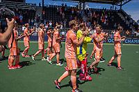 AMSTELVEEN - Nederland kampioen. Oranje bedankt het publiek.     EK hockey, finale Nederland-Duitsland 2-2. mannen.  Nederland wint de shoot outs en is Europees Kampioen.  COPYRIGHT KOEN SUYK