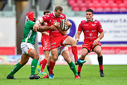 Hadleigh Parkes of Scarlets is tackled by Epalahame Faiva of Benetton Treviso<br /> <br /> Photographer Craig Thomas/Replay Images<br /> <br /> Guinness PRO14 Round 3 - Scarlets v Benetton Treviso - Saturday 15th September 2018 - Parc Y Scarlets - Llanelli<br /> <br /> World Copyright © Replay Images . All rights reserved. info@replayimages.co.uk - http://replayimages.co.uk