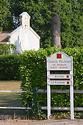 Road sign indicating the direction and the visitors' reception (accueil) and deliveries (livraisons), a winery building in the background  Chateau Paloumey Haut-Medoc Ludon  Medoc  Bordeaux Gironde Aquitaine France