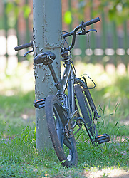 ©Licensed to London News Pictures 26/06/2020<br /> Orpington, UK. A bike left at the scene by one of the attackers. Coronavirus lockdown is over and crime is back on our streets. A gang of six youths on bikes have attacked a man in Orpington,South East London this afternoon. Police, paramedics and the London Air Ambulance attended the scene to find a man with head injuries and covered in blood. Photo credit: Grant Falvey/LNP