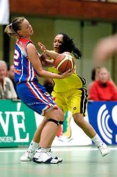 20-05-2006 BASKETBAL: FINALE PLAYOFF BINNENLAND - YELLOW BIKE: BARENDRECHT<br /> Yellow Bike verslaat Binnenland in eigenhuis en neemt nu een 3-1 voorsprong in de serie best of seven / Tirza Pentury en Tahnee Vogelsang<br /> ©2006-WWW.FOTOHOOGENDOORN.NL