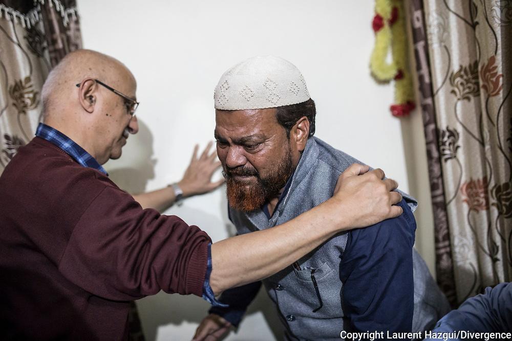 """26022019. INDE. BIHAR. La caravane de la paix Karwan-e-Mohabbat. Harsh Minder, à l'origine de Karwan-e-Mohabbat (la caravane de l'amour), leader du collectif. ARARIA. Famille RAZA. Le fils Adeeb a été emprisonné trois mois suite à un complot. Une vidéo de lui et deux de ses amis célebrant la victoire d'un candidat lors d'une élection a été grossièrement trafiquée par un anonyme qui a rajouté une bande-son laissant croire que les jeunes criaient """"Vive le Pakistan, à mort l'Inde !""""."""