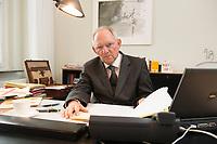 07 MAY 2013, BERLIN/GERMANY:<br /> Wolfgang Schaeuble, CDU, Bundesfinanzminister, an seinem Schreibtisch, in seinem Buero, Bundesministerium der Finanzen<br /> IMAGE: 20130507-01-029<br /> KEYWORDS: Wolfgang Schäuble, Büro