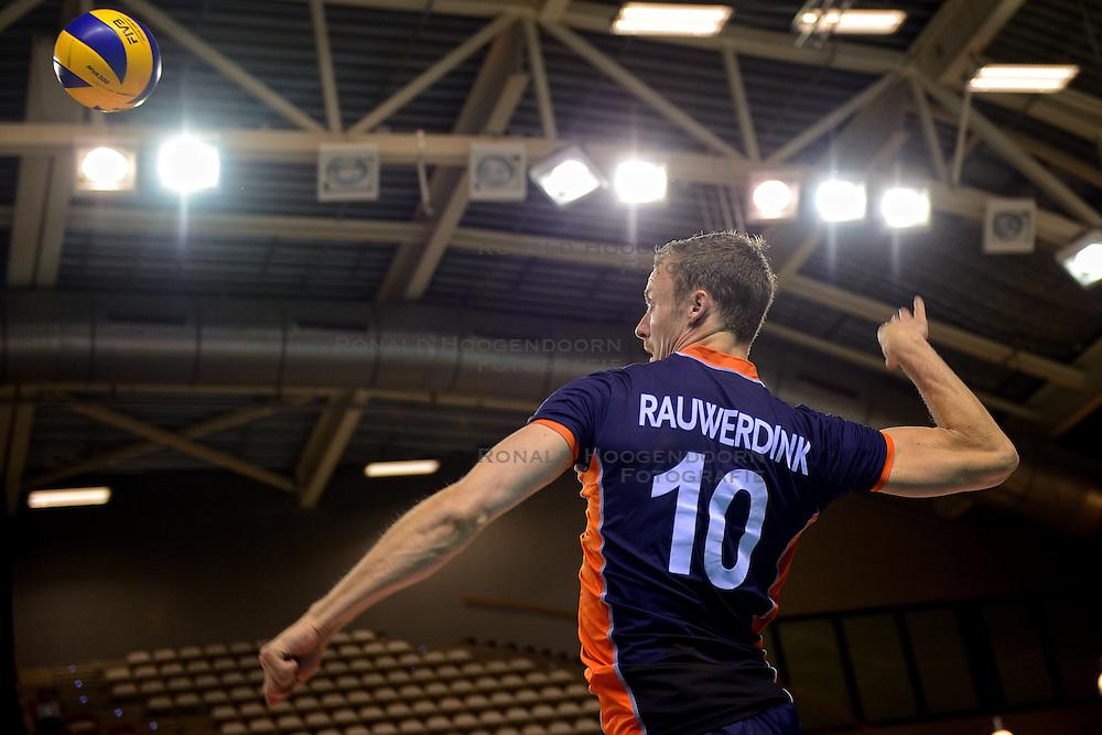 20150613 NED: World League Nederland - Finland, Almere<br /> De Nederlandse volleyballers hebben hun vierde zege in vijf World League-duels geboekt. Zes dagen na de pijnlijke 0-3 tegen België, werd in Almere Finland met 3-0 (25-20, 25-14, 25-18) verslagen / Jeroen Rauwerdink #10