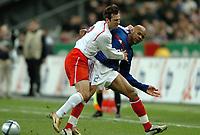 Fotball<br /> Privatlandskamp<br /> Frankrike v Polen<br /> 17. november 2004<br /> Foto: Digitalsport<br /> NORWAY ONLY<br /> JEAN ALAIN BOUMSONG (FRA) / MACIEJ ZURAWSKI (POL)