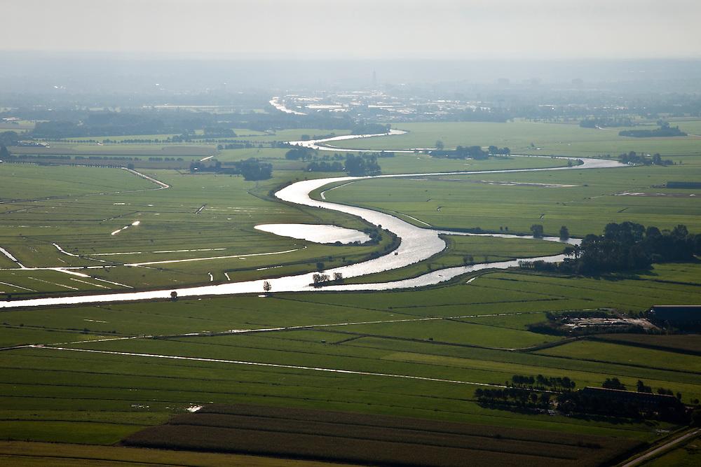Nederland, Utrecht, Gemeente Soest, 03-10-2010; riviertje de Eem, doorsnijdt de polders ter hoogte van Baarn, gezien naar Amersfoort.River Eem, seen to Amersfoort..luchtfoto (toeslag), aerial photo (additional fee required).foto/photo Siebe Swart