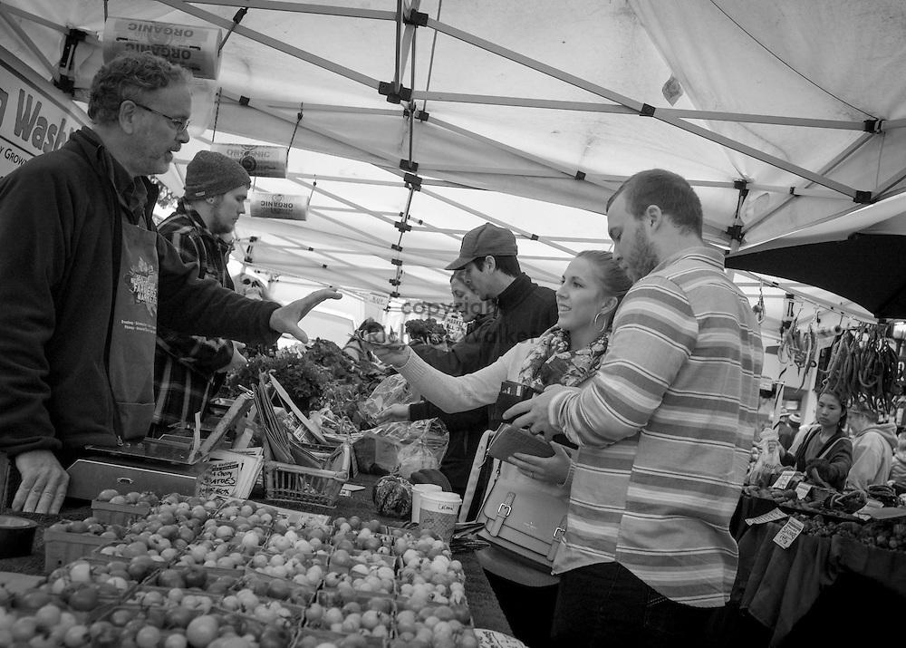2016 October 30 - Street scene West Seattle Farmers Market, West Seattle, WA, USA. By Richard Walker